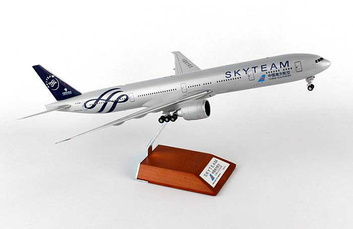 "China Southern B777-300ER ""Skyteam"" B-2049 w/Std (1:200), JC Wings Diecast Airliners, Item Number JC2CSN743"
