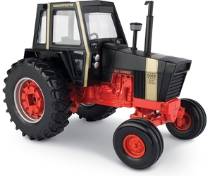 Case 970 Tractor (1:16) by ERTL