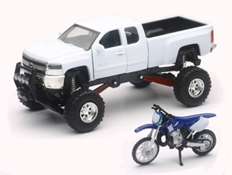 Chevrolet Silverado Off-Road Pickup with Yamaha Dirt Bike (1:32), New Ray Item Number NRSS-54416