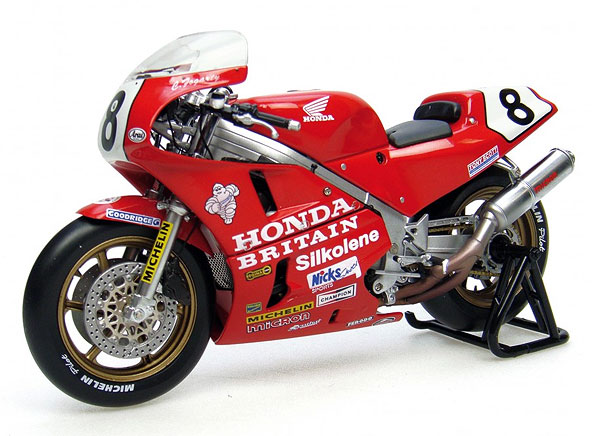 Honda RC30 - N8 Carl Fogarty (1:12), Universal Hobbies Item Number UHB4822